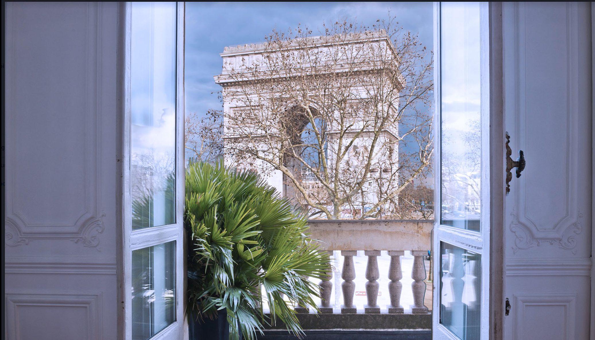 FACING THE ARC OF TRIUMPH SHOWROOMS PARIS