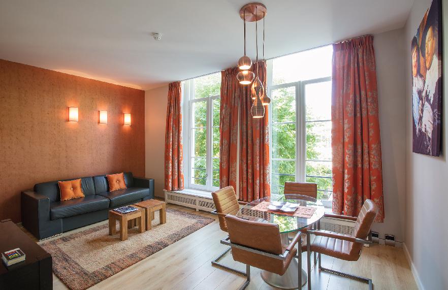 Romantic-apartment-on-famous-Keizersgracht-Canal-00001