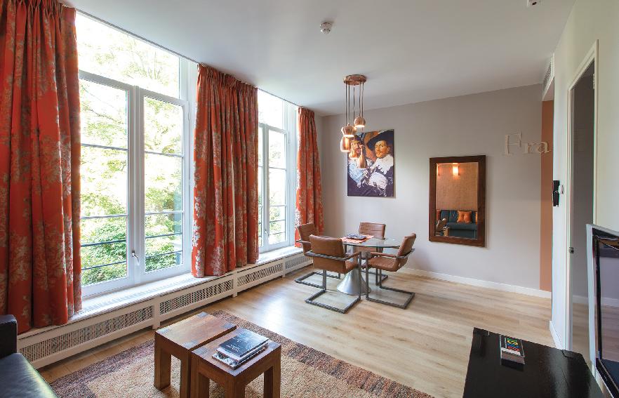 Romantic-apartment-on-famous-Keizersgracht-Canal-00002