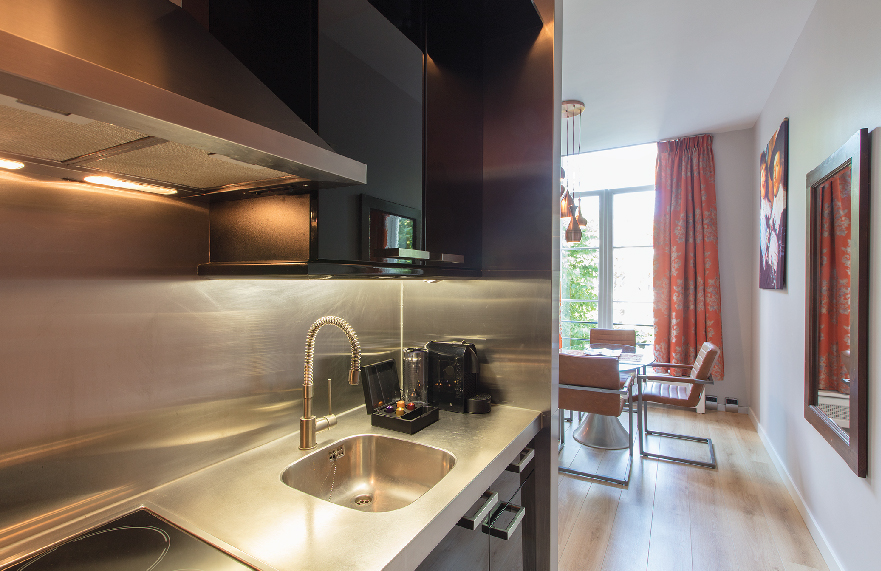 Romantic-apartment-on-famous-Keizersgracht-Canal-00004