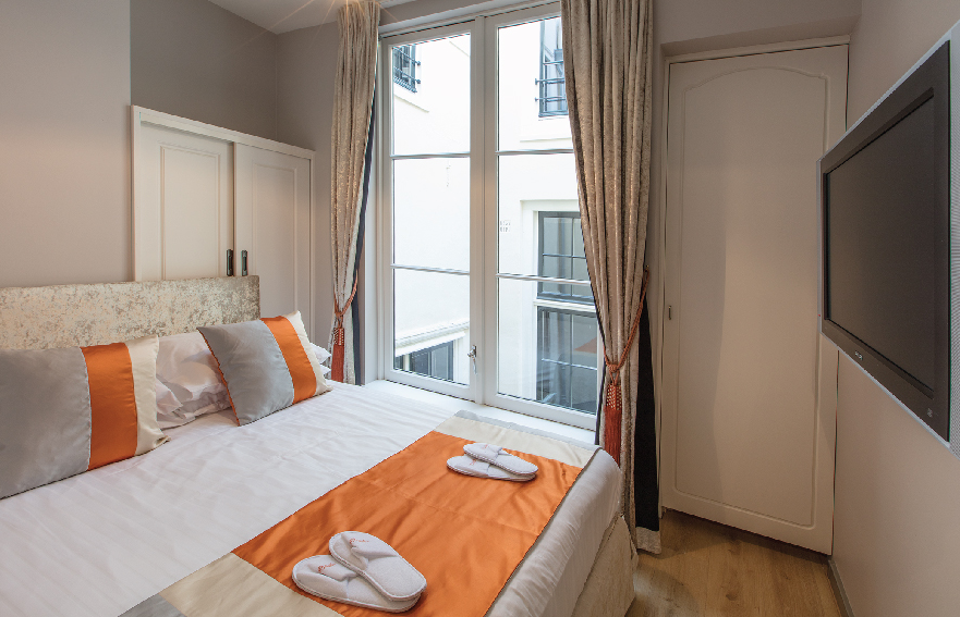 Romantic-apartment-on-famous-Keizersgracht-Canal-00006