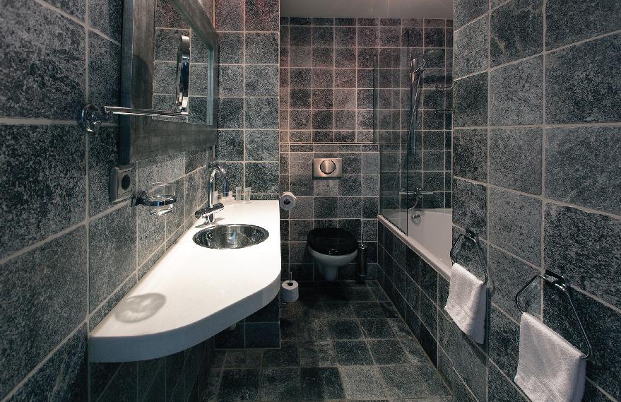 Romantic-apartment-on-famous-Keizersgracht-Canal-00007