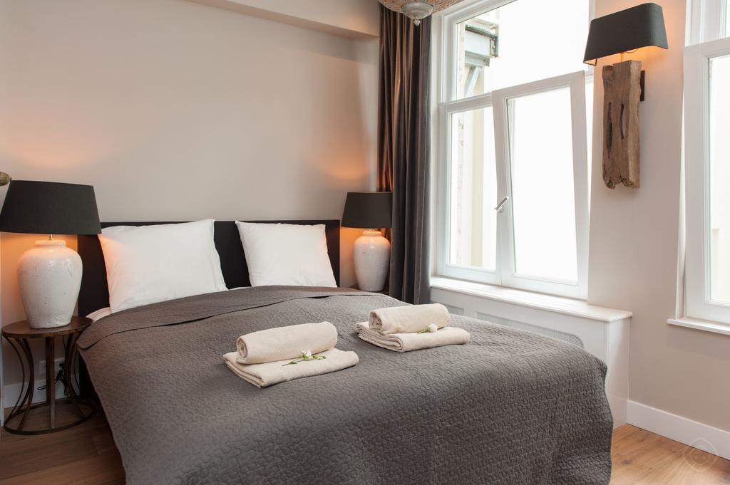 00009DE-PIJD-luxury-2-bedrooms-amsterdam