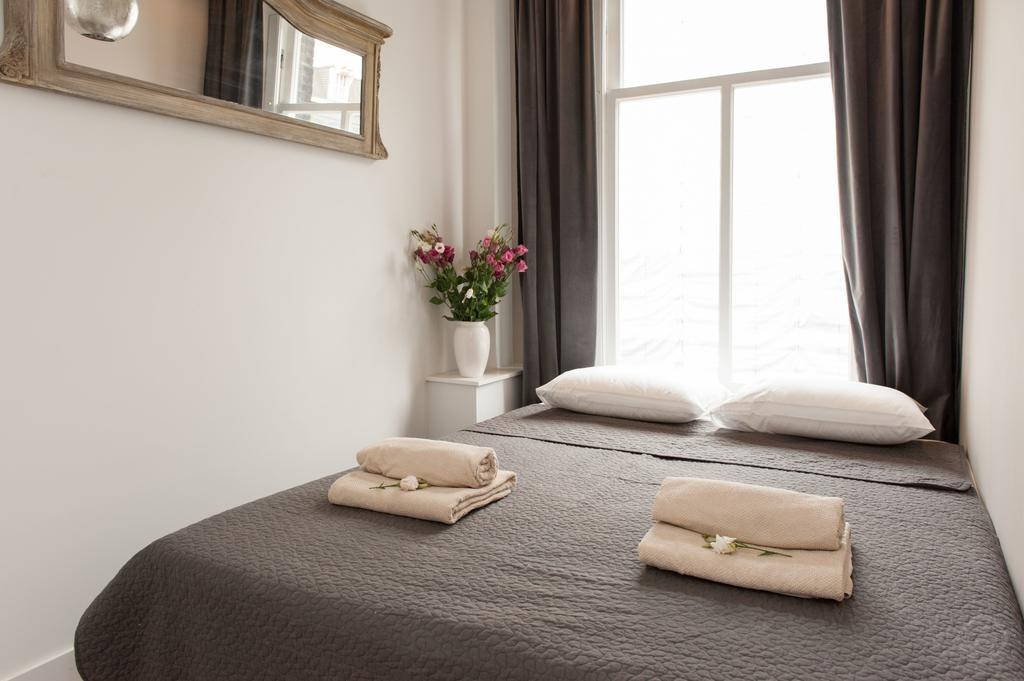 00011DE-PIJD-luxury-2-bedrooms-amsterdam