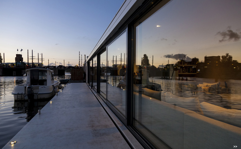 ultra-luxury-house-boat-on-amstel-river-for-4-00017