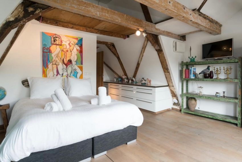 00007-LUXURY-PENTHOUSE-LOFT-CENTER-CANAL-VIEW-ON-SINGEL-CANAL-AMSTERDAM