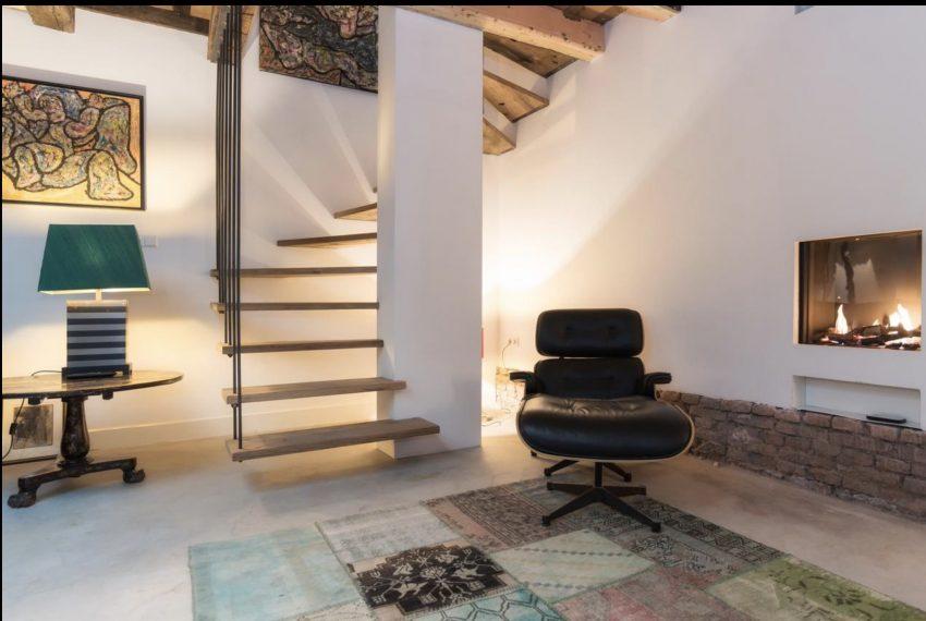 00003-art-lover-dutch-apartment
