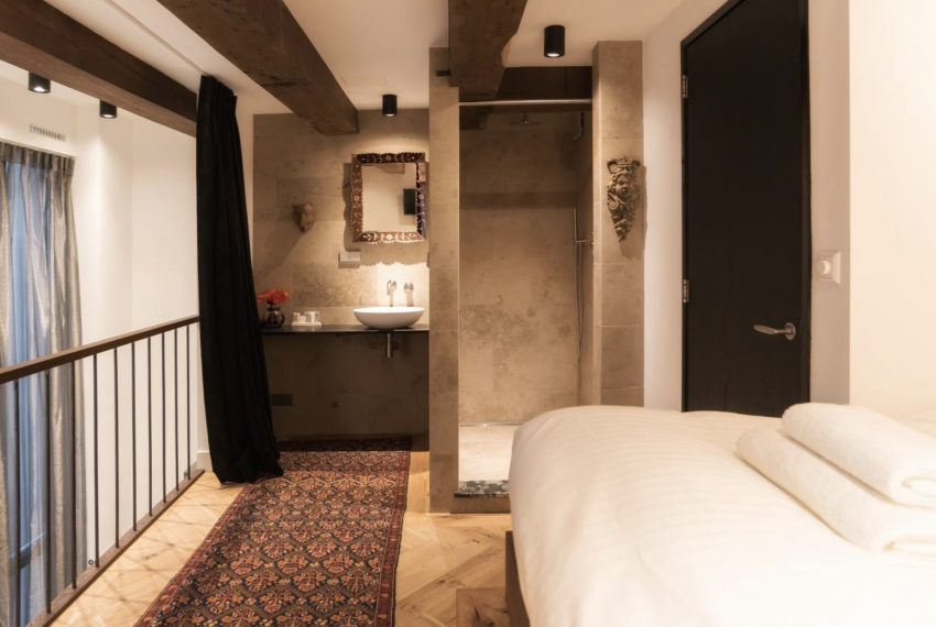 00004-art-lover-dutch-apartment
