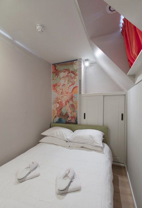 residence-apartment-on-keizersgracht-canal-00004