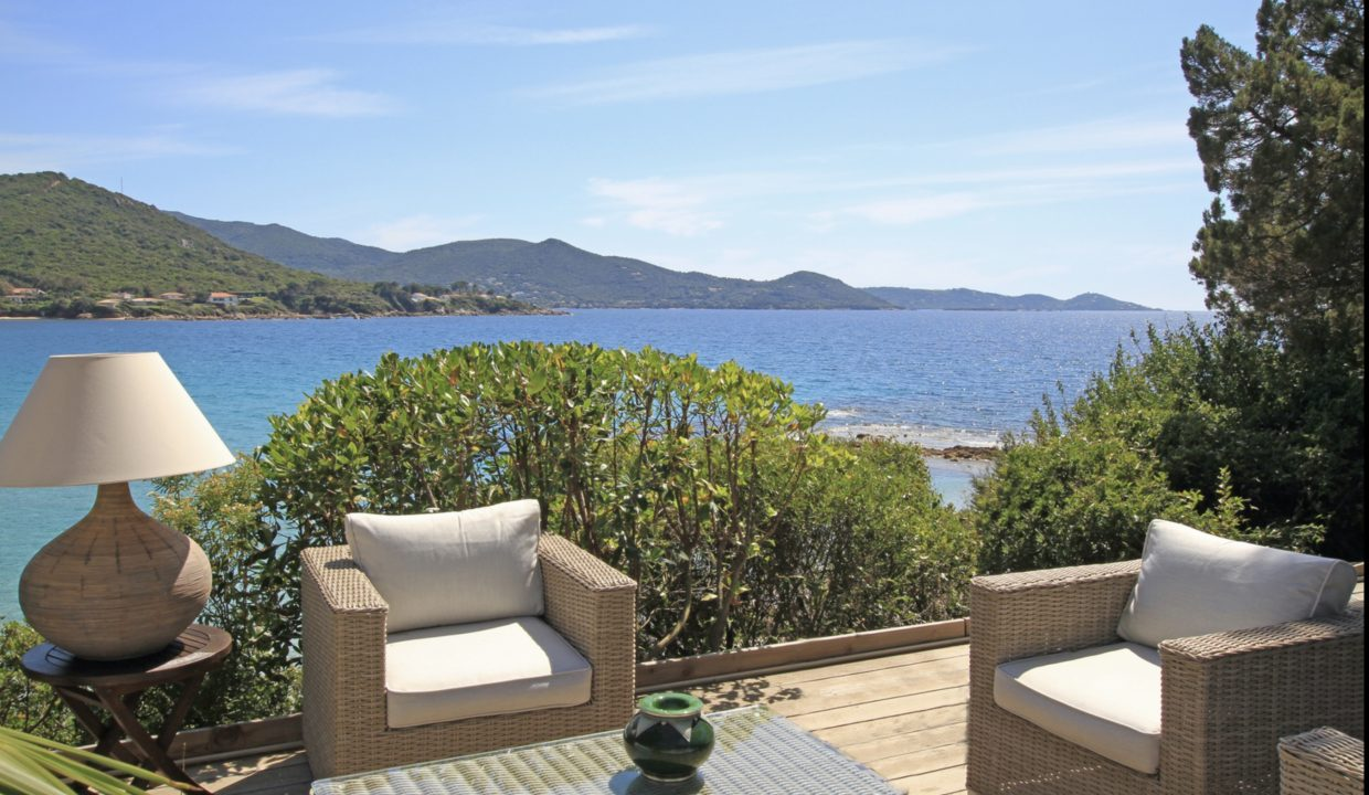 00007-WATERFRONT-VILLA-FOR-RENT