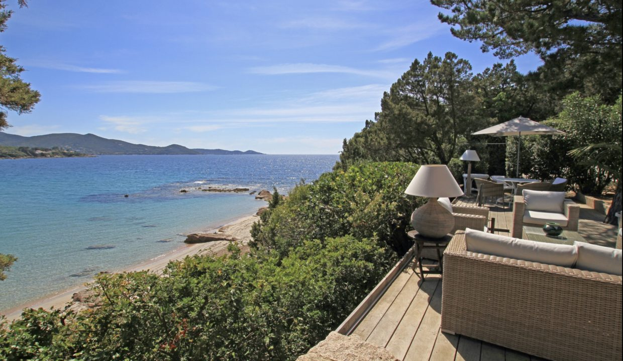 00008-WATERFRONT-VILLA-FOR-RENT