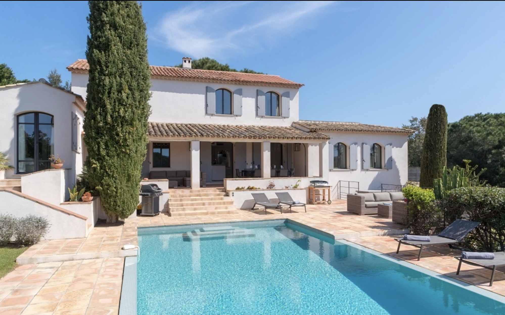 VILLA ST. TROPEZ  WALKING DISTANCE TO THE SEA