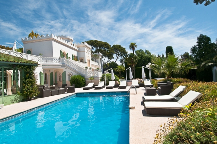 LUXURIOUS WATERFRONT PROPERTY NEAR CANNES