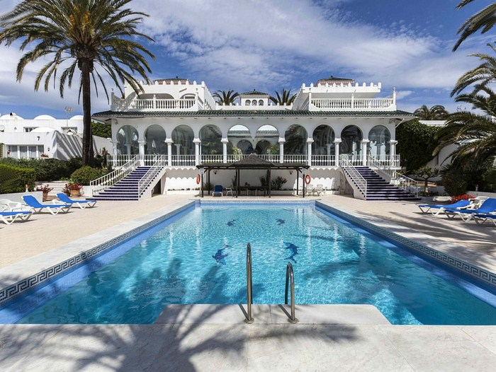 BEACHFRONT LUXURIOUS OASIS CLUB VILLA MARBELLA SPAIN