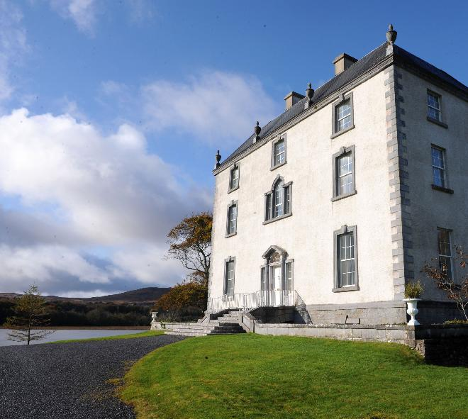 LOCATION GALWAY, IRELAND PRIVATE LUXURY CASTLE FOR RENT NEAR