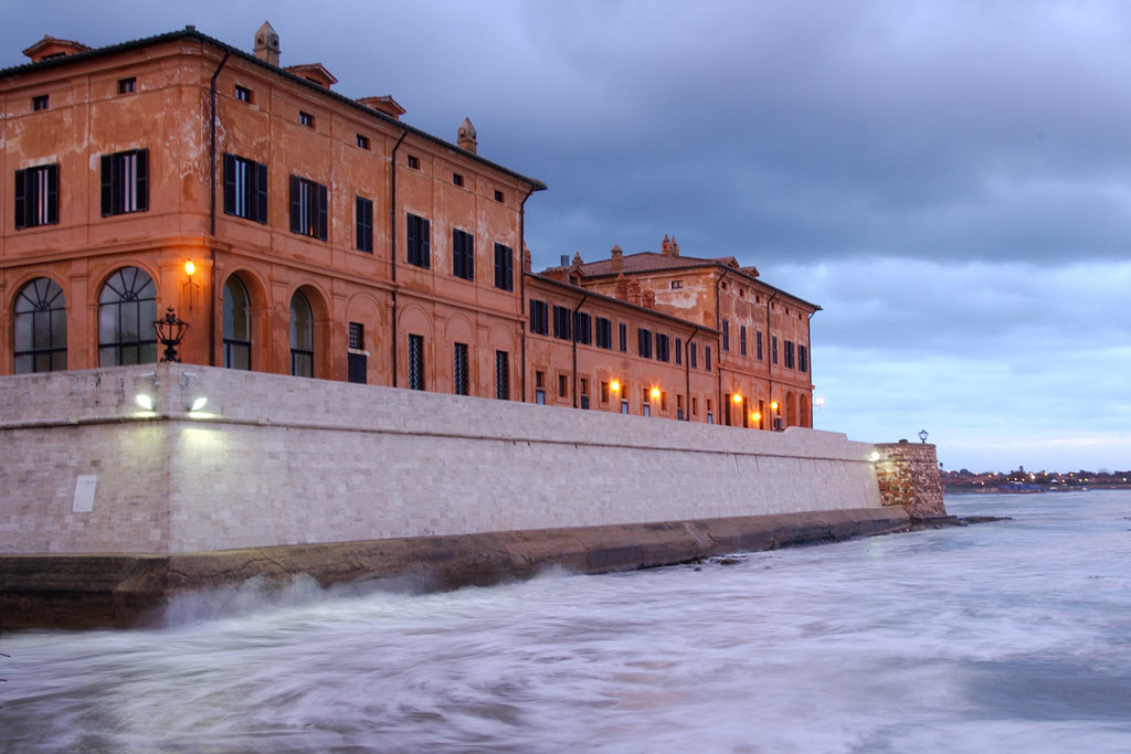 ON THE SEAFRONT AND THE DOORSTEP OF ROME, AN OPULENT ESTATE ITALY