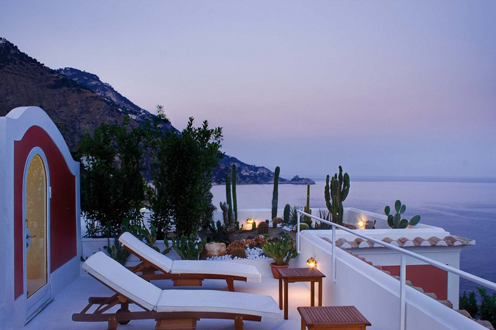 A MAGICAL SEA VIEW VILLA WITH ROOF GARDEN AMALFI ITALY