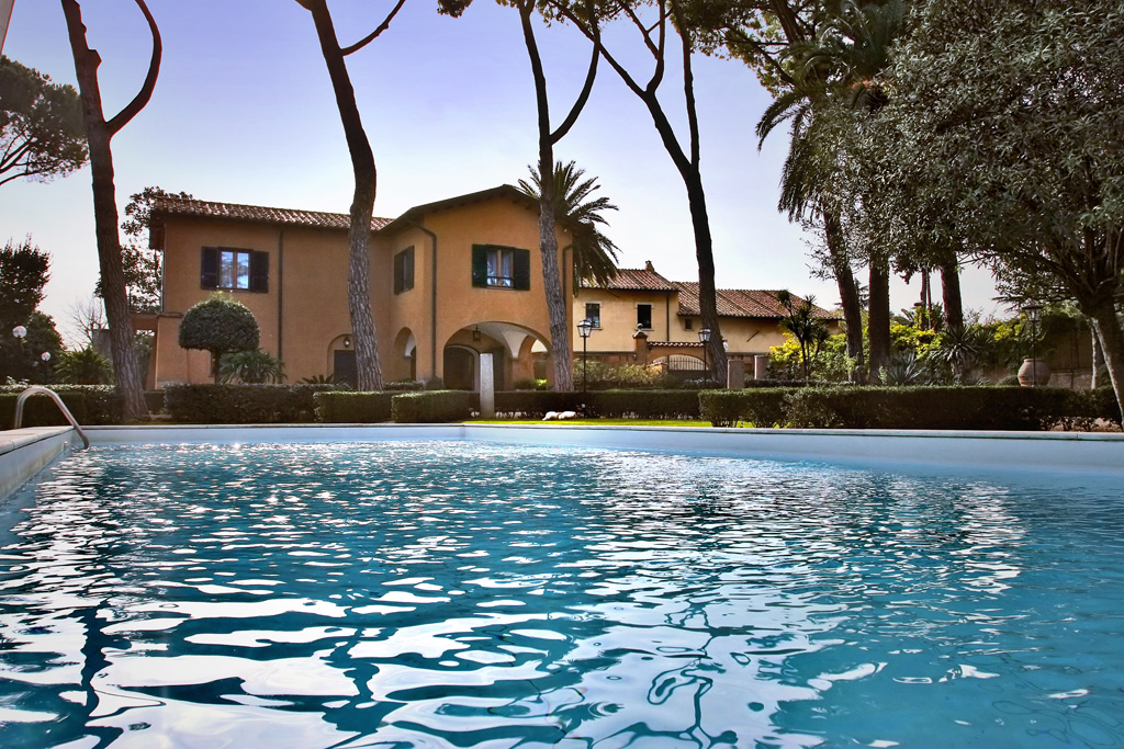 A COUNTRY RETREAT WITH POOL IN ROME
