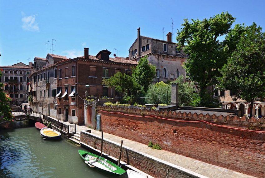 Luxury Apartment on Canal near Rialto Bridge Venice-001