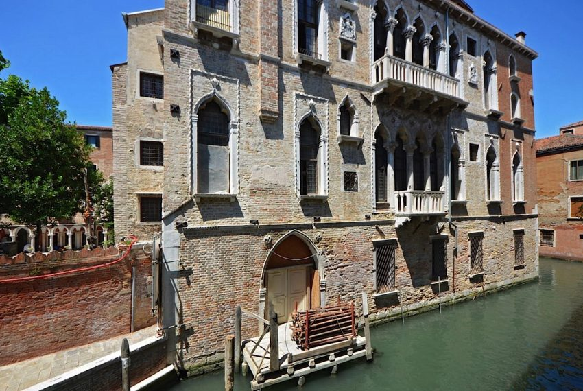 Luxury Apartment on Canal near Rialto Bridge Venice-002