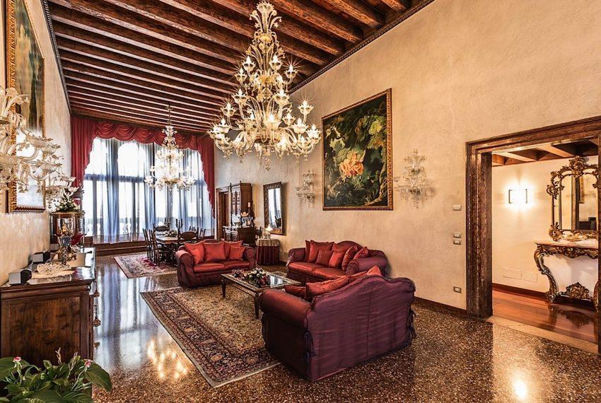 Luxury Apartment on Canal near Rialto Bridge Venice-013