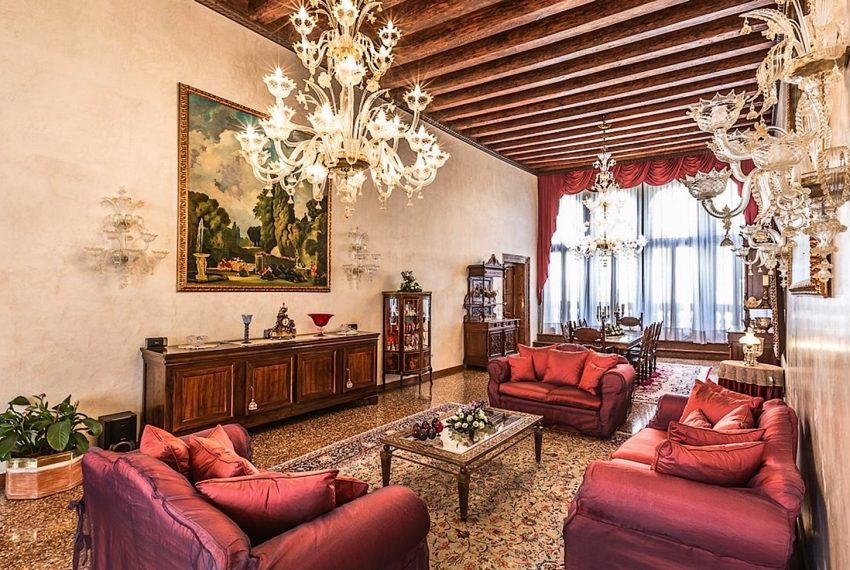 Luxury Apartment on Canal near Rialto Bridge Venice-014