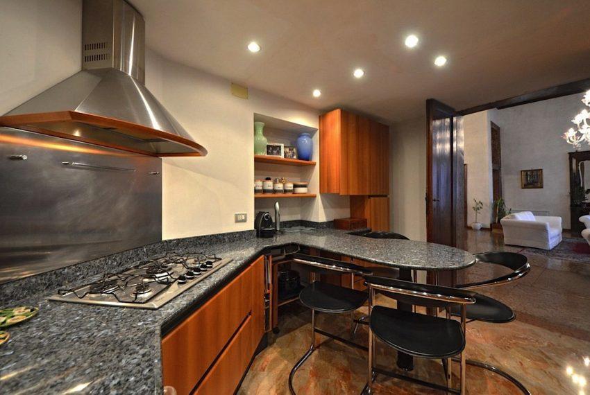 Luxury Apartment on Canal near Rialto Bridge Venice-017