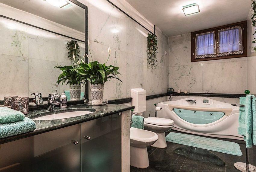 Luxury Apartment on Canal near Rialto Bridge Venice-027