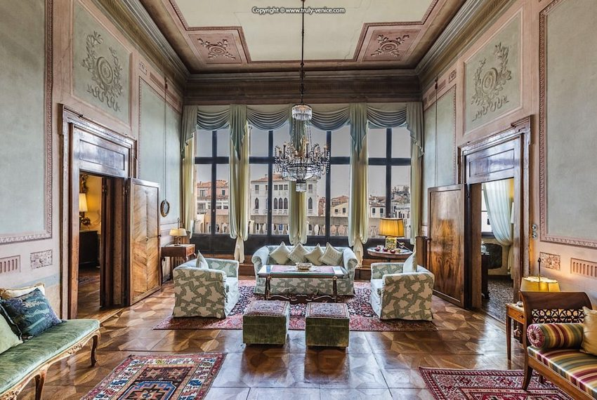 Luxury Accommodation in a 16th Century Palazzo Venice-003