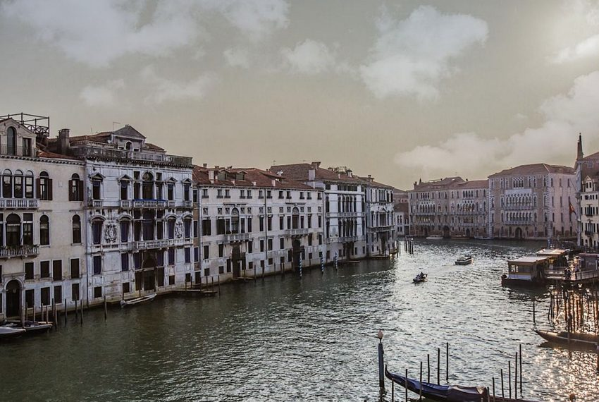 Luxury Accommodation in a 16th Century Palazzo Venice-006