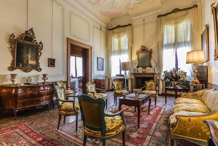 Luxury Accommodation in a 16th Century Palazzo Venice-009