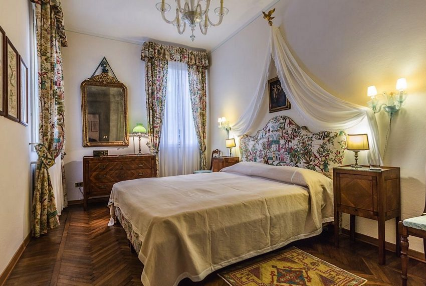 Luxury Accommodation in a 16th Century Palazzo Venice-015