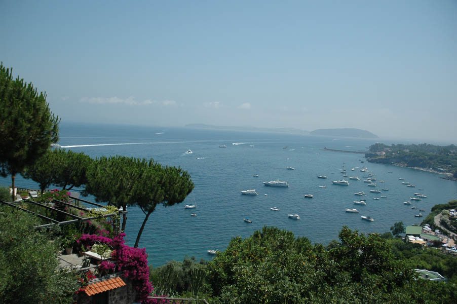 NOBLE PROPERTY WITH DRAMATIC VIEW OF THE BAY OF NAPLES ITALY