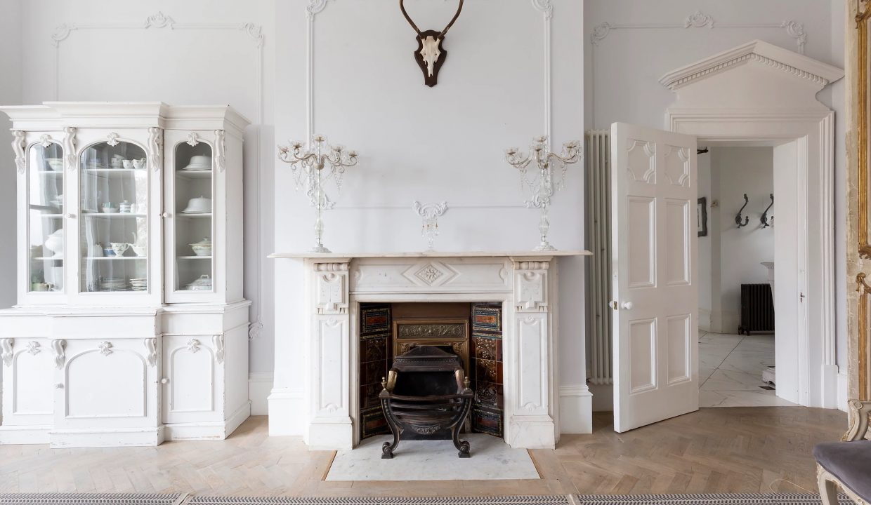 00009-SOUTH-LONDON-LUXURY-MANSION-FOR-20