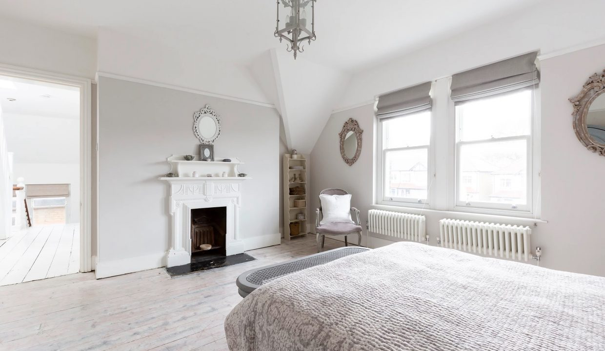 00041-SOUTH-LONDON-LUXURY-MANSION-FOR-20