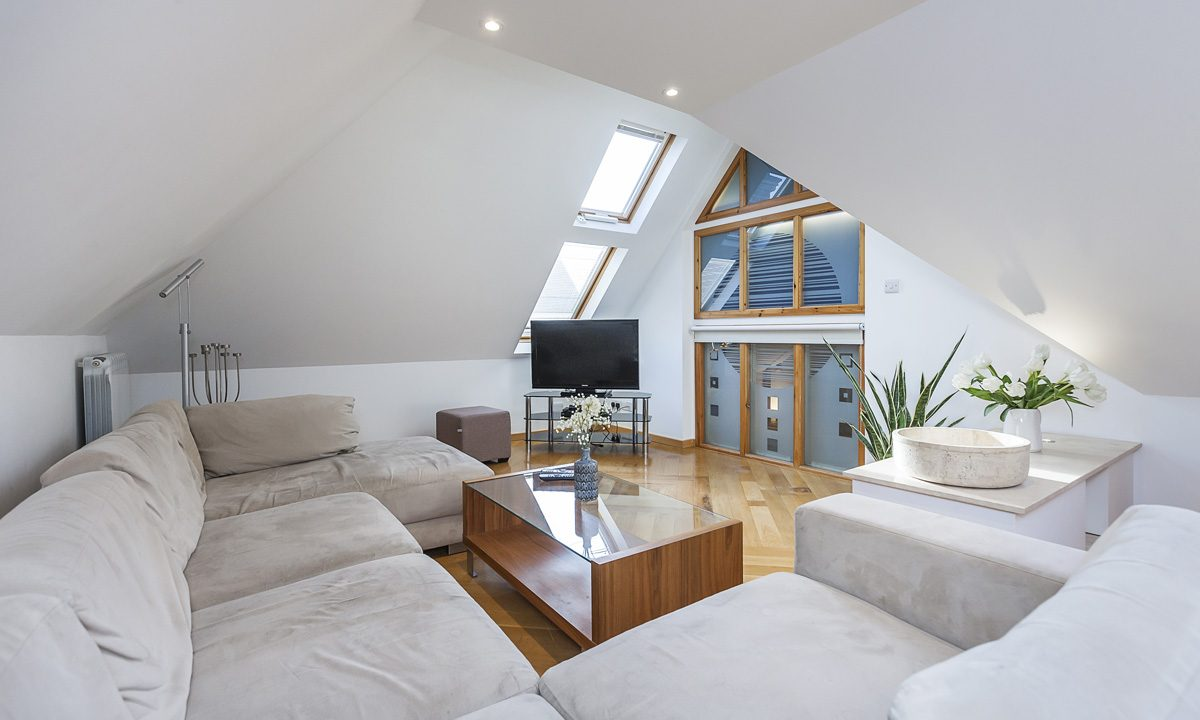 00027-EXTRAORDINARY-PROPERTY-NEAR-LONDON