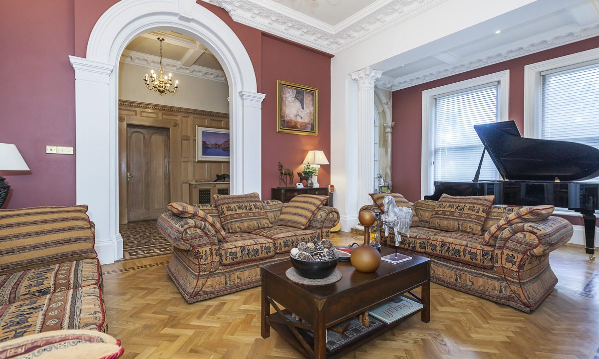 00028-EXTRAORDINARY-PROPERTY-NEAR-LONDON