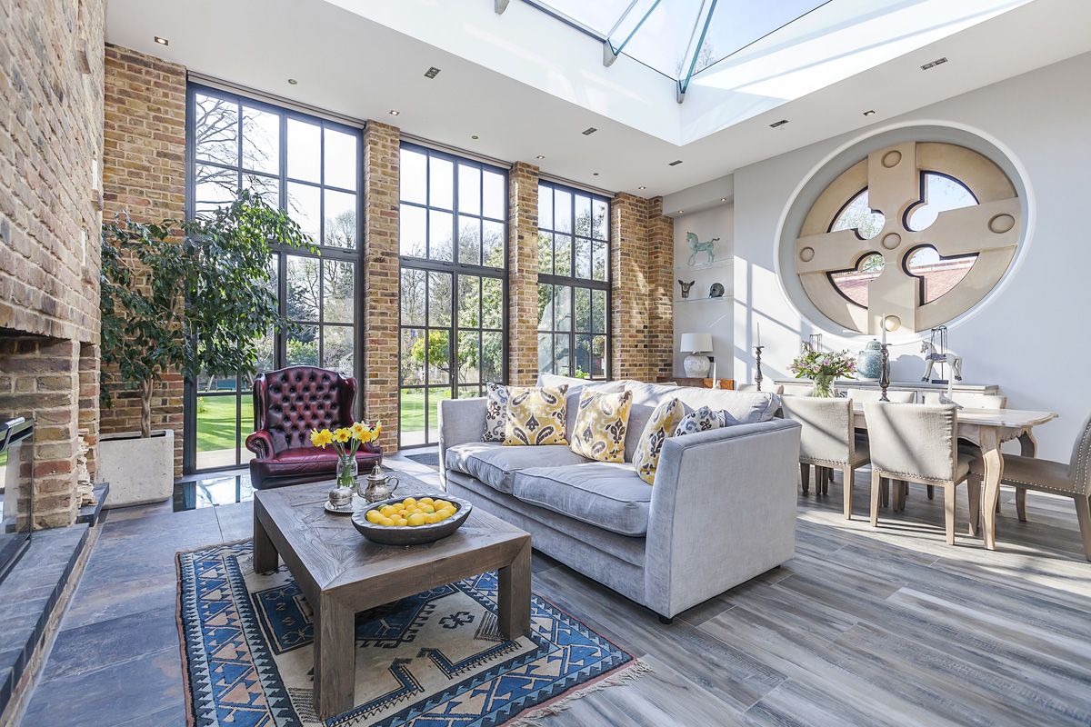 EXTRAORDINARY PROPERTY NEAR LONDON