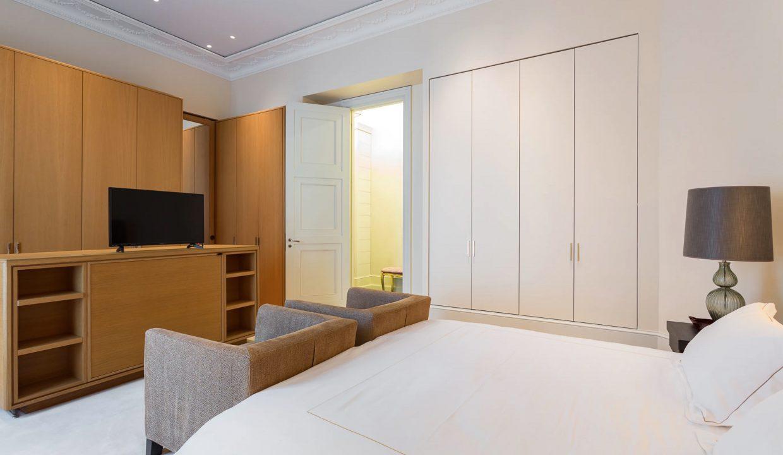 00022-exclusive-apartment-paris-for-10