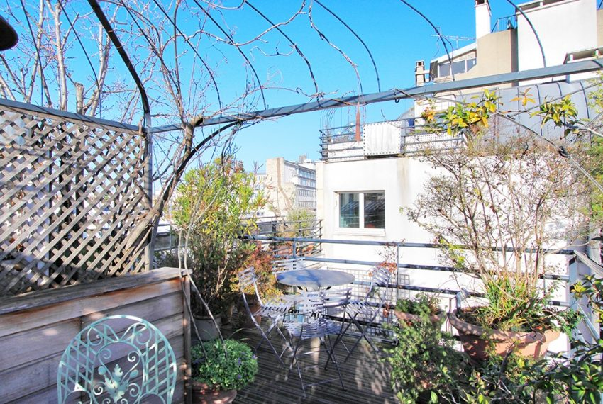 26977-eiffel-tower-terrace