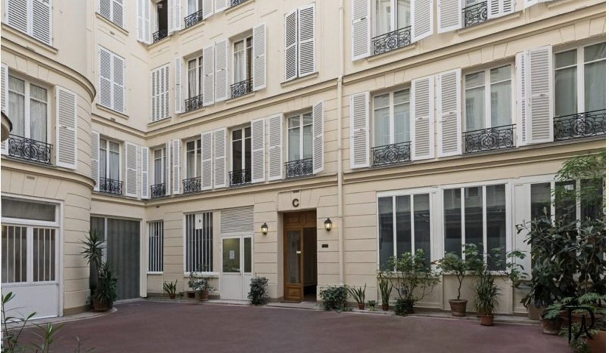 00001-SAINT-GERMAINS-DES-PRES-LUXURY-2-BEDROOMS