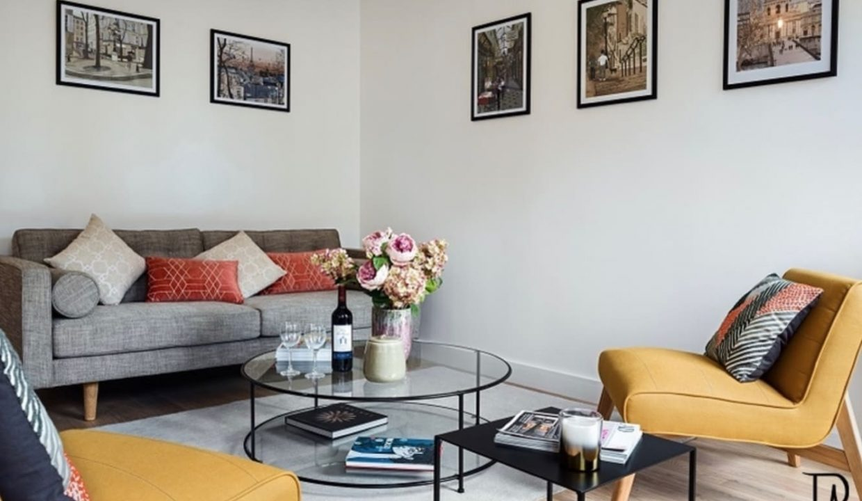 00011-typical-cozy-and-charming-parisian-ambiance