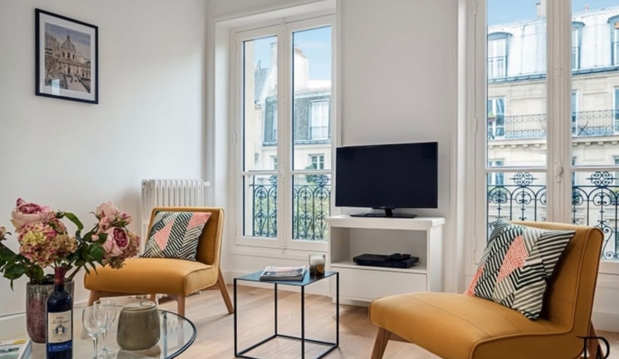 00012-typical-cozy-and-charming-parisian-ambiance