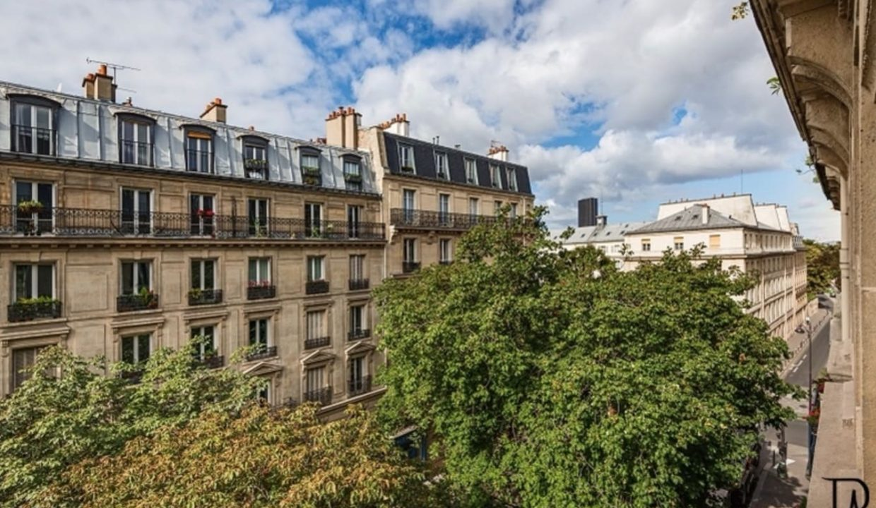 00016-typical-cozy-and-charming-parisian-ambiance