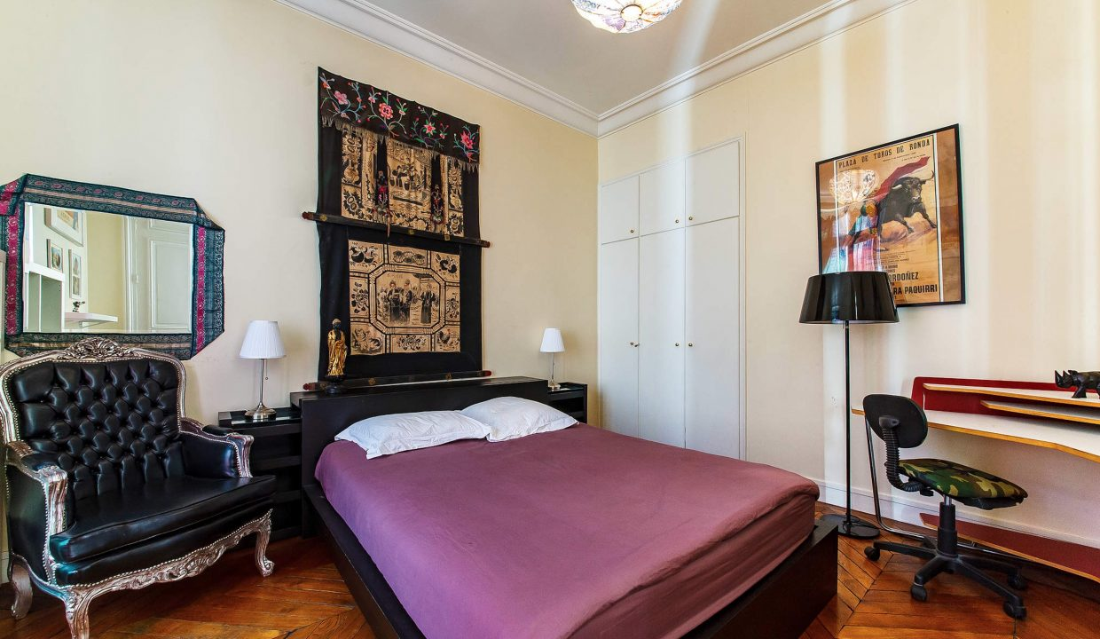 00007-LUXURY-4-BEDROOM-APARTMENT-NEAR-PLACE-VENDOME-AND-LOUVRE