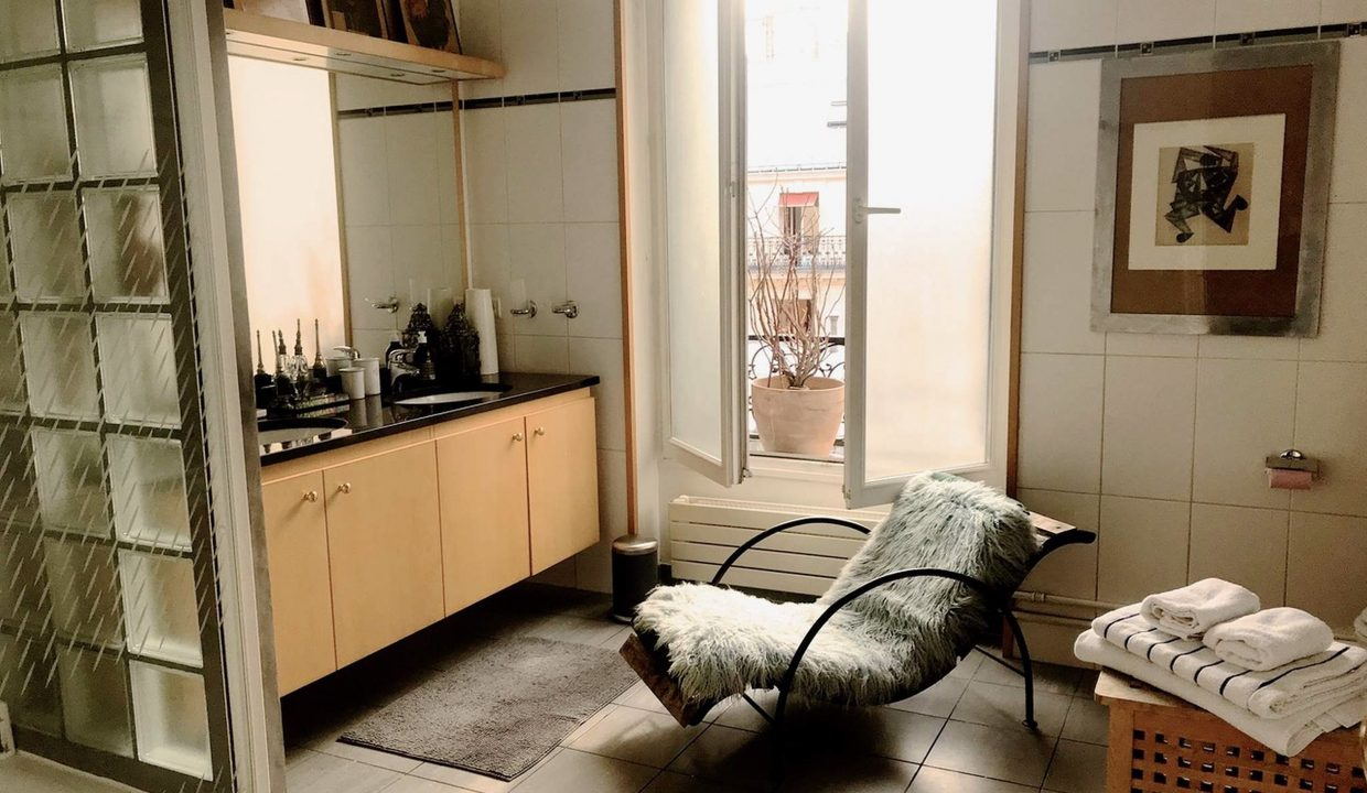 00011-LUXURY-4-BEDROOM-APARTMENT-NEAR-PLACE-VENDOME-AND-LOUVRE