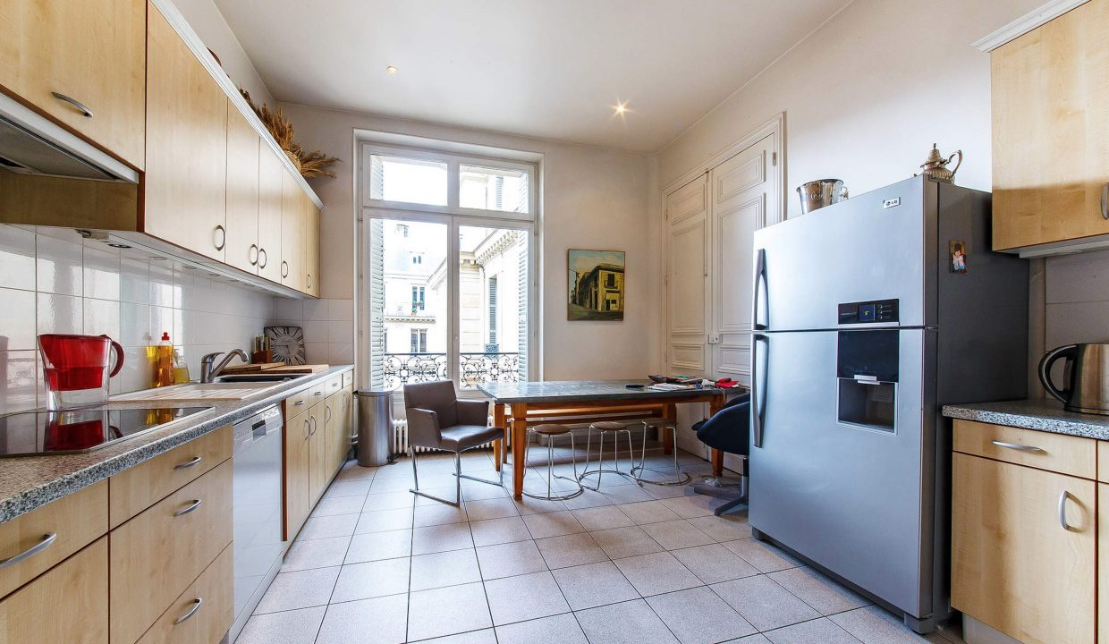 00013-LUXURY-4-BEDROOM-APARTMENT-NEAR-PLACE-VENDOME-AND-LOUVRE