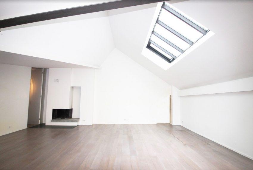 00003-luxe-apartmentsrentals-Terraced-Loft-showroom-Marais-Paris-