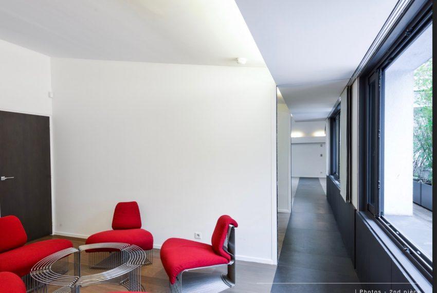 00004-luxe-apartmentsrentals-Terraced-Loft-showroom-Marais-Paris-