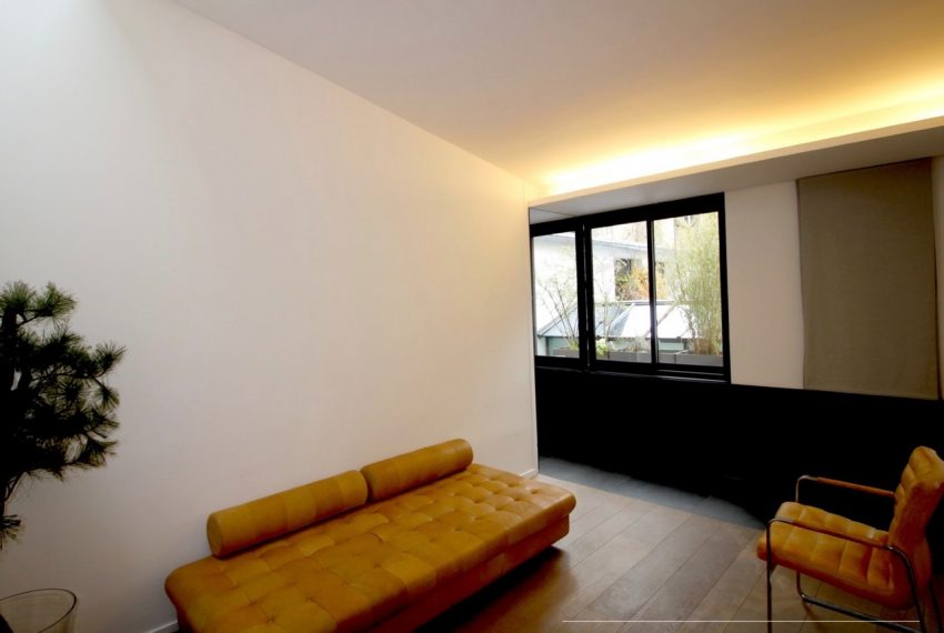 00005-luxe-apartmentsrentals-Terraced-Loft-showroom-Marais-Paris-